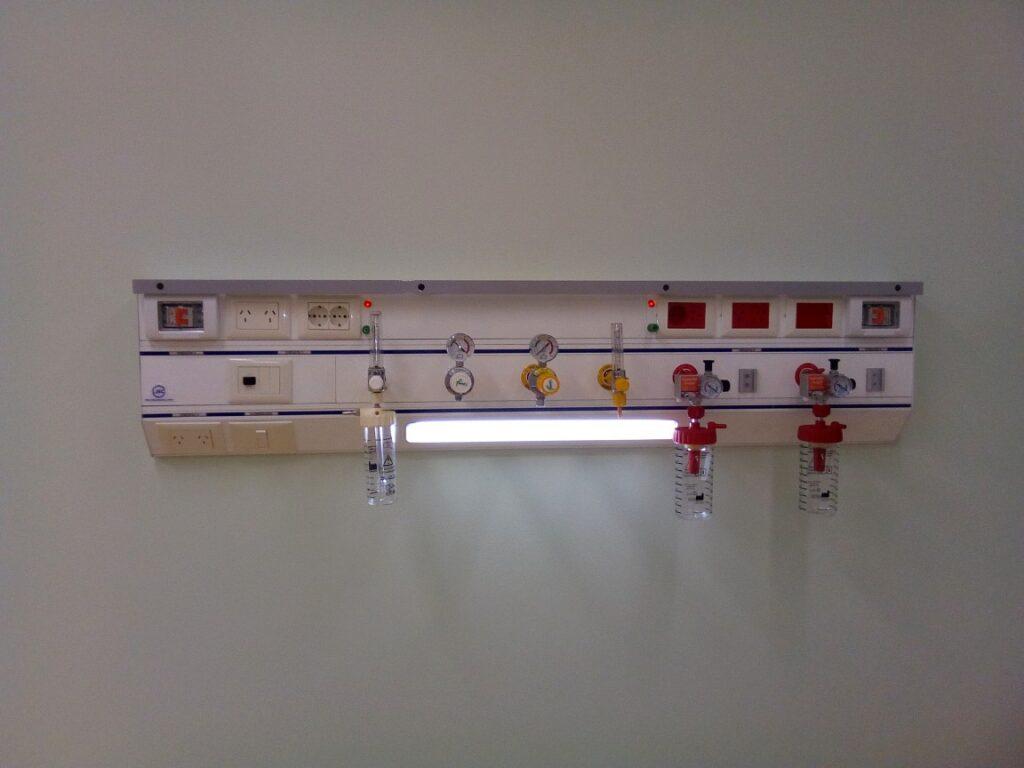 Panel de cabecera para cama unidad de cuidados intensivos U.C.I