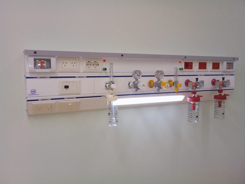 Panel de cabecera para cama unidad de terapia intensiva U.T.I